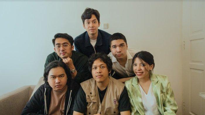 Lomba Sihir, Band Pengiring Hindia, Rilis Album Perdana Bertajuk 'Selamat Datang di Ujung Dunia'