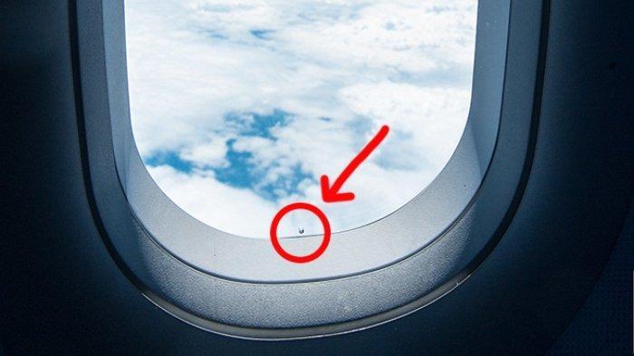 10 Hal Aneh saat Naik Pesawat, Kenapa Ada Lubang di Kaca Jendela hingga Alasan Rasa Makanan Tak Enak