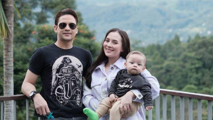 Bukan Karena Pelit, Lucky Perdana Beber Alasan Tak Sewa Baby Sitter: Jujur Sering Khawatir