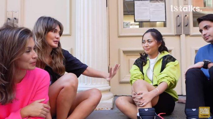 Luna Maya dan Marianne Rumantir berbincang santai dengan Rachel Vennya dan Salim Nauderer.