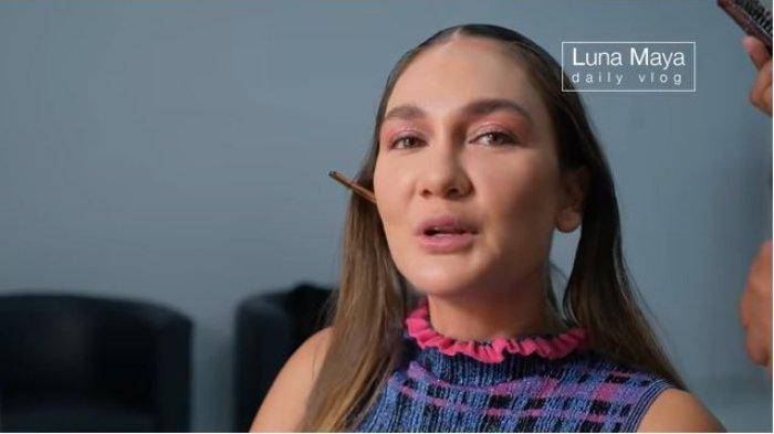 Luna Maya di acara HUT televisi.