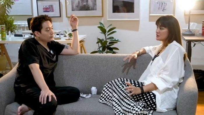 Luna Maya dan Edric Tjandra berbincang soal pertanyaan kapan menikah.