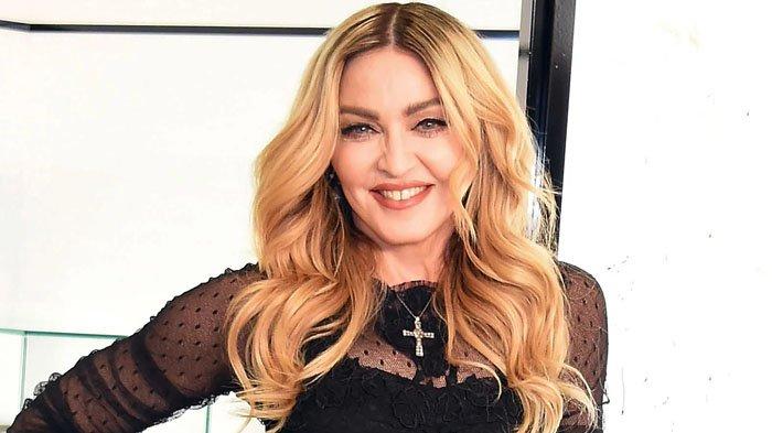 Madonna Pamer Foto Bareng Putrinya, Bulu Ketiak Sang Anak Jadi Sorotan, Bikin Warganet Salfok