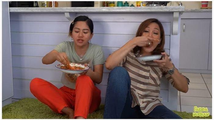 TAK MALU 'Ngesot' di Lantai Makan Bareng Mantan TKW, Maia Estianty Dipuji: Aku Hargai Proses Hidup