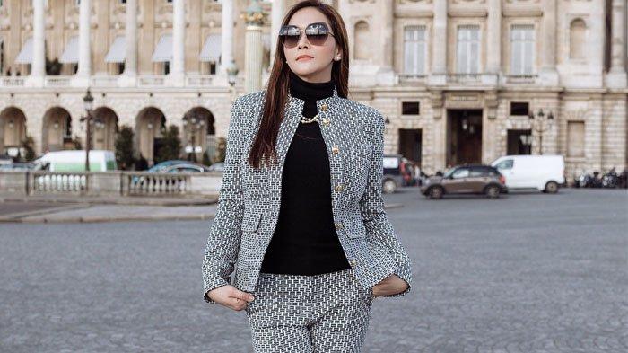 Terkuak Harga Setelan Baju yang Digunakan Maia Estianty saat Berkunjung ke Butik Bisnis Suaminya