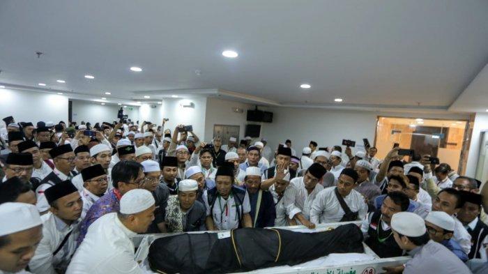 Foto-foto Suasana Salat Jenazah KH Maimun Zubair, akan Dimakamkan di Pemakaman Ma'la Mekkah