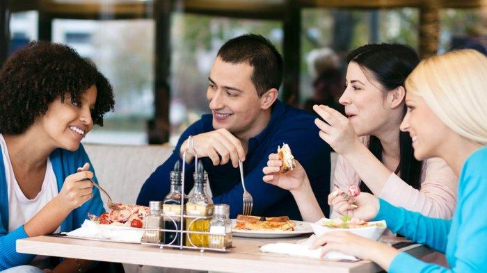 5 Cara Makan Bersama Ini Dinilai Tak Sopan, tapi Malah Jadi Kebiasaan Baik di Negara Tertentu