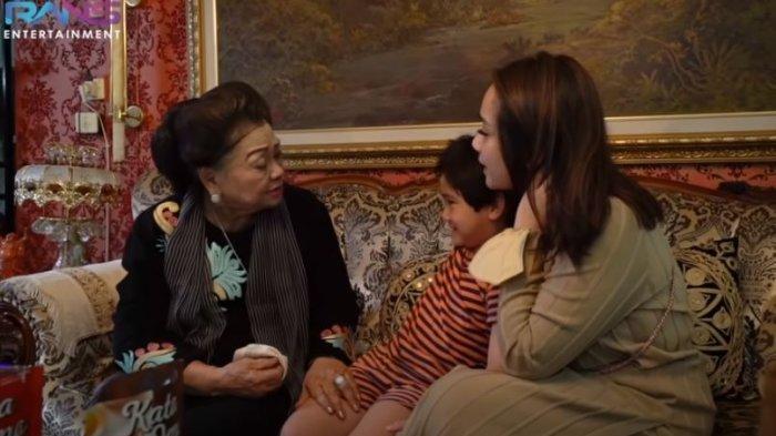 Mamih Popon, nenek Raffi Ahmad bertemu Rafathar dan Nagita Slavina