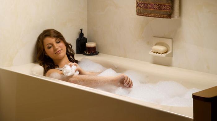 Ilustrasi beredam di bak mandi.