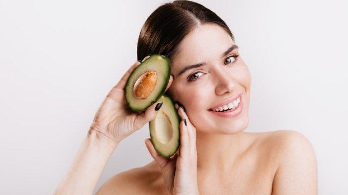 Manfaat alpukat untuk kesehatan rambut.