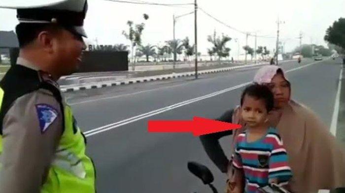 Marah-marah kepada Polisi Gegara Tak Mau Ditilang, Ibu-ibu Dipukul Anaknya!