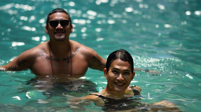 POPULER Oscar Lawalata Pakai Baju Renang Wanita, Mario Lawalata: 'There's Always A First Time Sista'