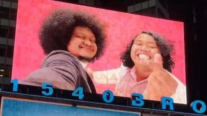 Marshel Widianto dan Babe Cabiita di billboard Times Square.