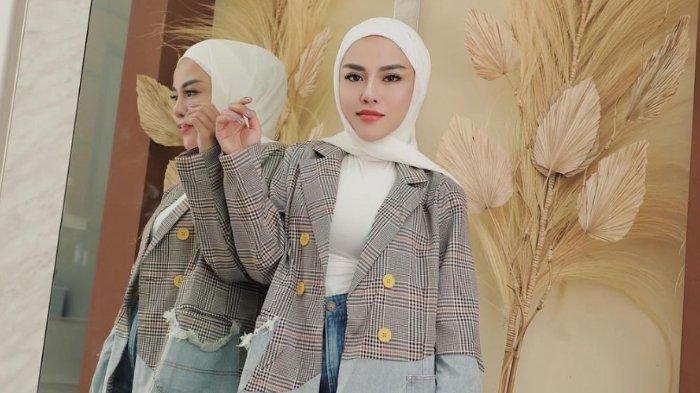 Heboh Ditagih Utang di Sosmed, Medina Zein Gandeng Kuasa Hukum: 'Hati-hati Posting Apalagi Fitnah'