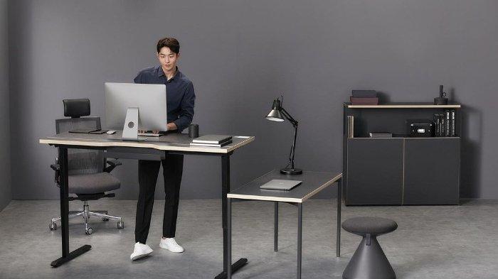 Meja kerja Nam Do San di drama Start Up.
