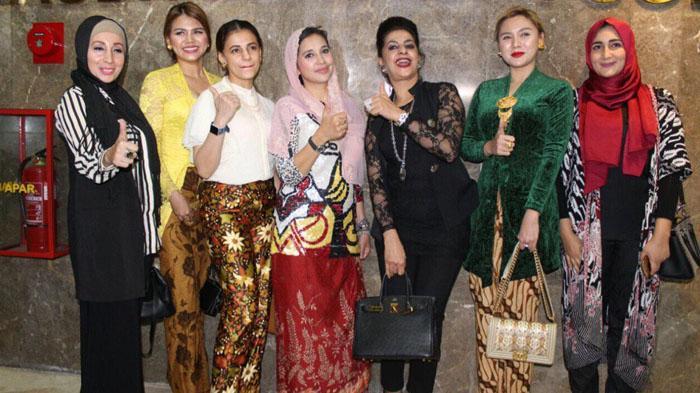 Manfaatkan Vicky Shu, Ayu Azhari Lestarikan Budaya Indonesia di Kancah Internasional
