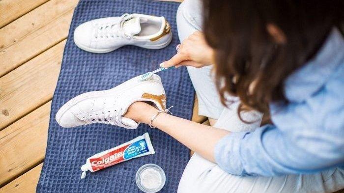 Life Hack, Ini Cara Membersihkan Sneakers Menggunakan Pasta Gigi, Cukup 5 Menit Sepatu Bersih