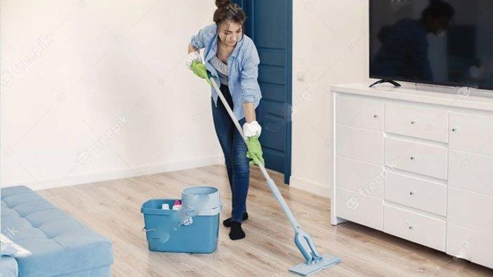 Makin Betah di Rumah selama PPKM, Coba Gunakan Bahan Rumahan Ini untuk Bersihkan Lantai, Apa Saja?