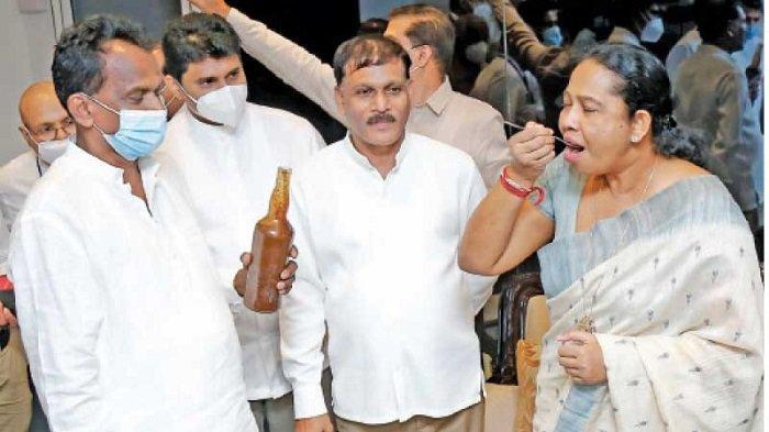Menkes Sri Lanka Sarankan Minum Jamu Penyihir demi Lawan Covid-19, Langsung Dicopot Presiden