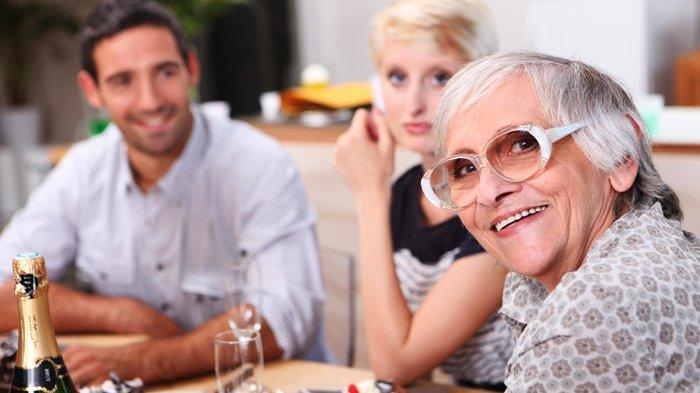 5 Cara Memberi Kesan Positif saat Bertemu dengan Calon Mertua, Biar Akrab dan Direstui