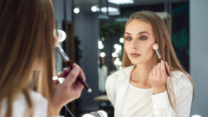 8 Kelebihan Cewek yang Tidak Pakai Makeup Tebal, Justru Terlihat Lebih Muda