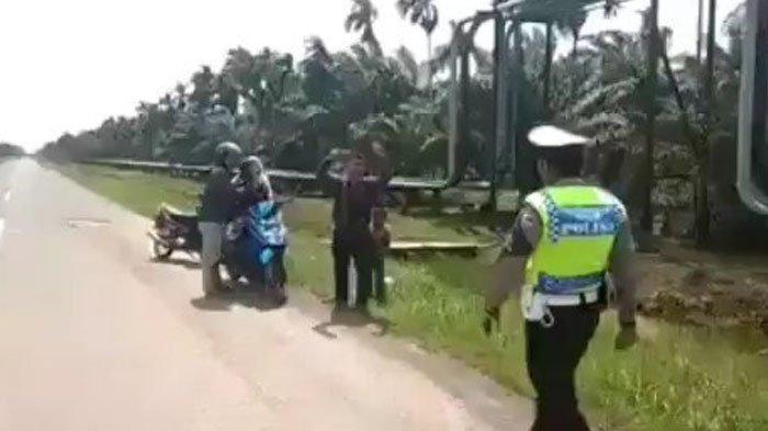 Viral Video Pemotor Bawa Jenazah Keluarga Distop Polisi, Kasat Lantas Ikut Angkat Bicara!