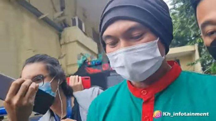 Penampilan Anji Siap Jalani Asesmen Narkoba di BNNP DKI Jakarta, Akui Kesalahan: 'Iya Saya Salah'