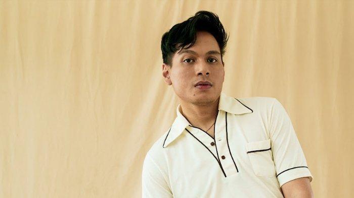 Musisi asal Sumatra Utara, Rendy Pandugo.
