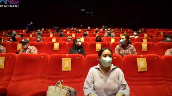 Nagita Slavina ngidam nonton bioskop, Raffi Ahmad booking satu studio.