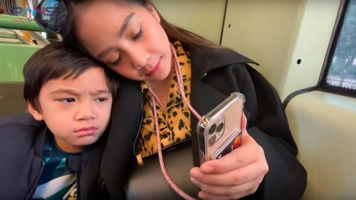 Hanya Untuk Aksesoris Handphone, Nagita Slavina Rogoh Kocek Capai Rp 7 Juta, Intip Penampakannya