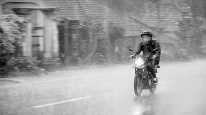 Prakiraan Cuaca Besok, Jumat, 26 Maret 2021: DKI Jakarta Berpotensi Hujan hingga Angin Kencang