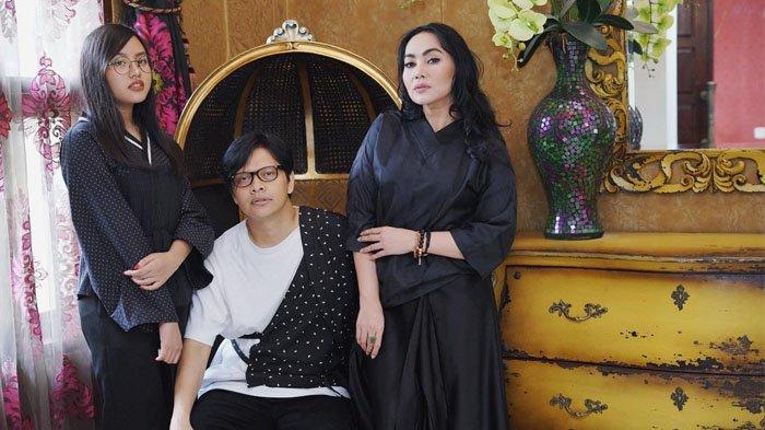 Naja, Armand Maulana dan Dewi Gita
