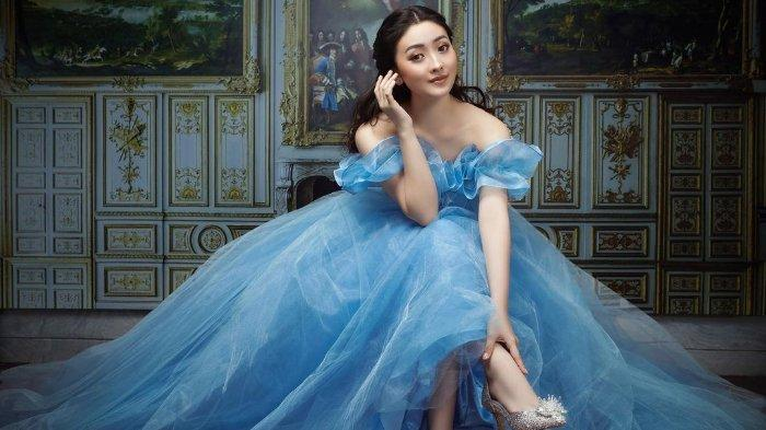 Natasha Willona pemotretan bak Cinderella