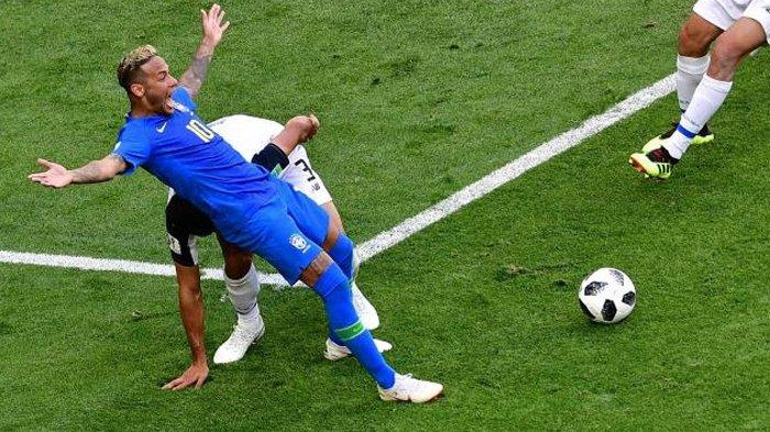 neymar-melakukan-aksi-treatrikal-saat-pertandingan-brasil-melawan-kostarika-2262018_20180722_144927.jpg