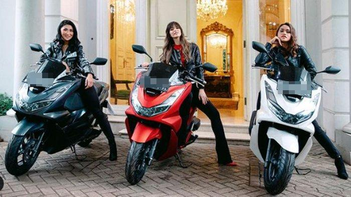 Nia Ramadhani bagi-bagi motor untuk 2 orang asistennya.