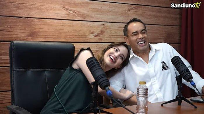 Nia Ramadhani dan Ardi Bakrie saat diwawancarai Sandiaga Uno dan Nur Asia