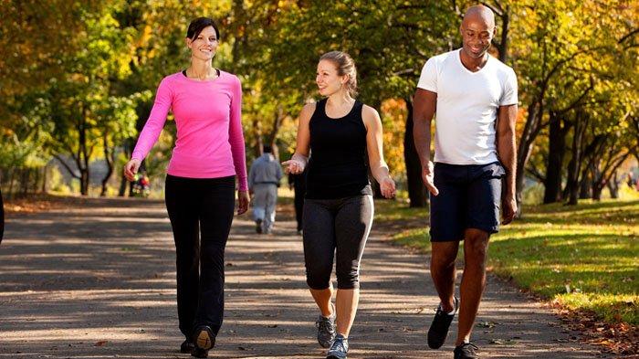 5 Tips Agar Olahraga Pagi Sukses & Tak Jadi Wacana Belaka : Jadikan Prioritas Hingga Ajak Teman!