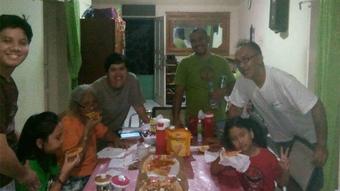 Pak Taka bersama keluarga