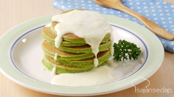 Pancake Bayam Saus Keju