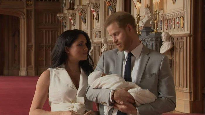 Pangeran Harry dan Meghan Markle Tunjukkan Putra Mereka, Kecantikan Sang Istri Jadi Sorotan