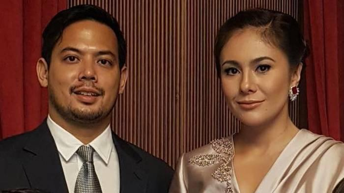 Pasangan artis Wulan Guritno dan Adilla Dimitri