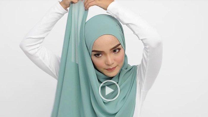 Tutorial Hijab Untuk Liburan Di Akhir Pekan Agar Tetap Nyaman Dan Modis Tribunstyle Com