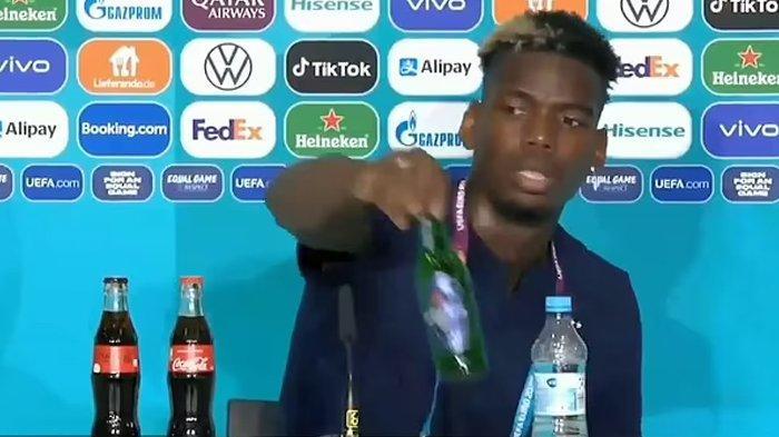 Paul Pogba singkirkan botol bir Heineken.