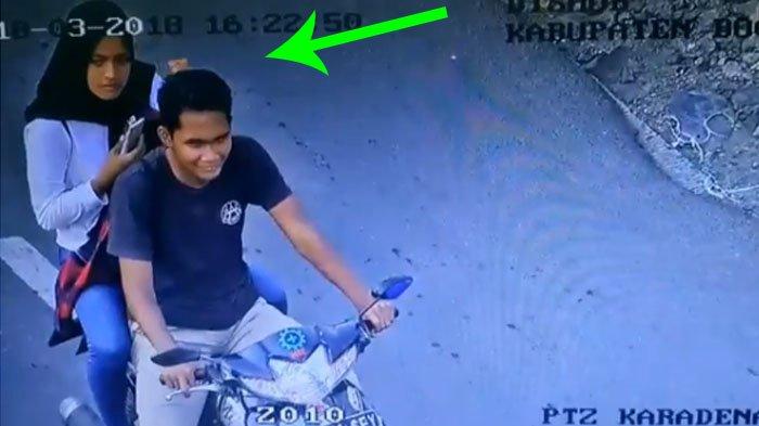 Kocak! Begini Reaksi Pasangan Tanpa Helm Ini Saat Ditegur Lewat Speaker CCTV, Tercyduk Nih!
