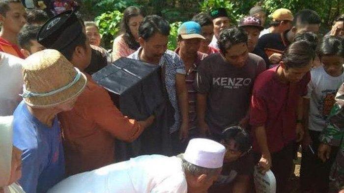 Jerit Tangis Saat Kepala Budi Hartanto Disatukan dengan Badan di Kuburan yang Sama, Makam Memanjang