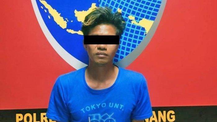 Pemuda di Tanjungpinang Nekat Sebar Foto & Video Syur Selingkuhan. Foto tersangka GS (28) di Polres Tanjungpinang, Rabu (24/2/2021).