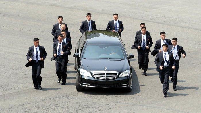 Tak Cuma Saat Bertemu Moon Jae In, Pengawal Kim Jong Un Juga Lari Kelilingi Mobil Saat di Singapura