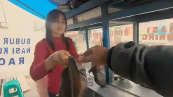 Geger Penjual Bubur Cantik di Mahalaya Bandung, Lihat Videonya Bikin Pangling Rasa Makanannya