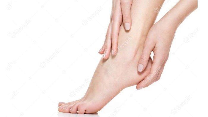 Perawatan mata kaki hitam dan kering dengan bahan alami
