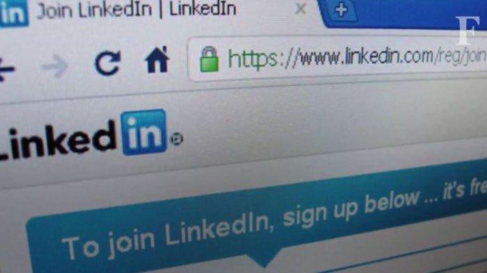 Perhatikan profil LinkedIn. Forbes